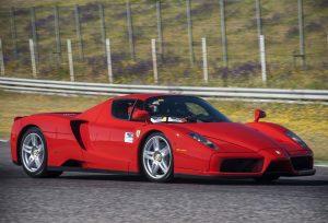 jazda Ferrari prezent